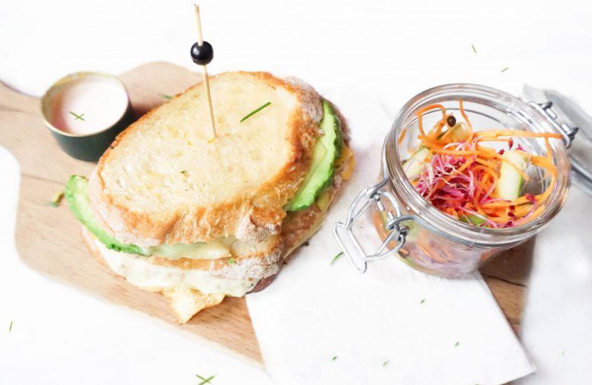 Feiten over (broodnodige) koolhydraten | Tosti met avocado