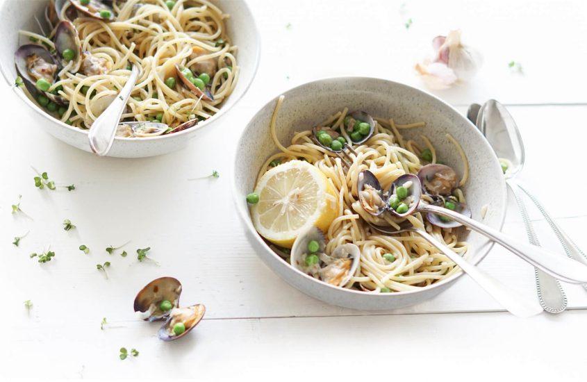 Spaghetti vongole met doperwten en veel knoflook