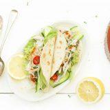 Taco pulled chicken met avocado en chipotleTaco pulled chicken met avocado en chipotle