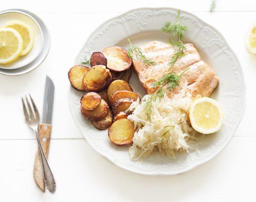 zalm met zuurkool en gebakken aardappeltjes www.thelemonkitchen.nl