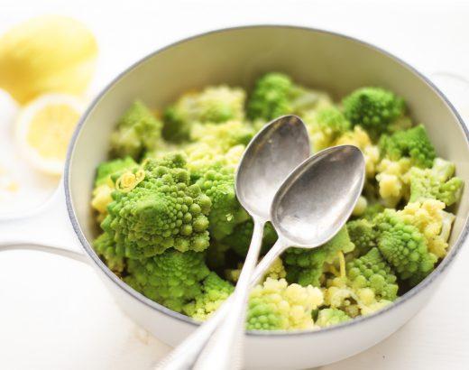 Heerlijk groente bijgerecht met veel smaak en uitstraling! Romenesco is een gezonde groente en makkelijk te bereiden met himalayazout & citroen 'The Lemon Kitchen