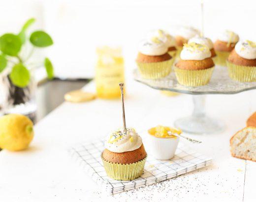 Citroen cupcakes met maanzaad & ricotta-lemoncurd