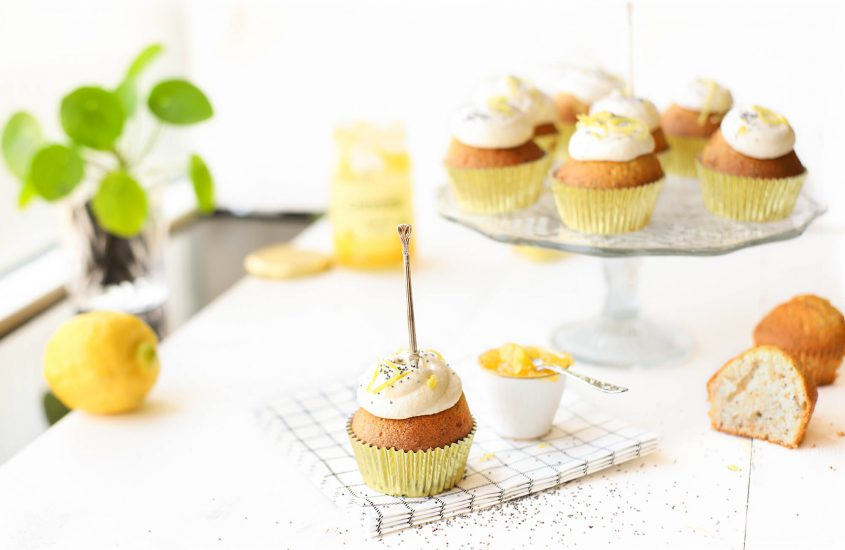 Lemoncurd cupcakes met citroen, ricotta & maanzaad