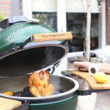 Citroen kip op bierblik van de Big Green Egg 'The Lemon Kitchen