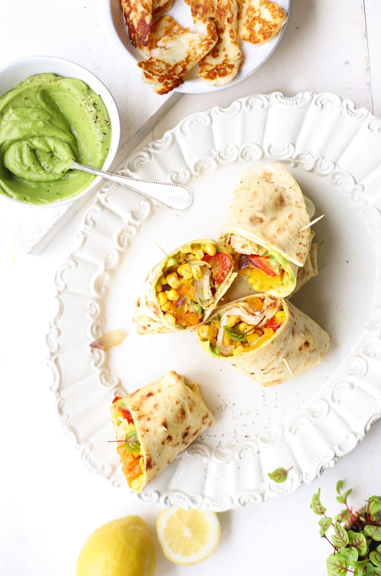 Fajita's met halloumi, avocado, paprika & citroen 'The Lemon Kitchen