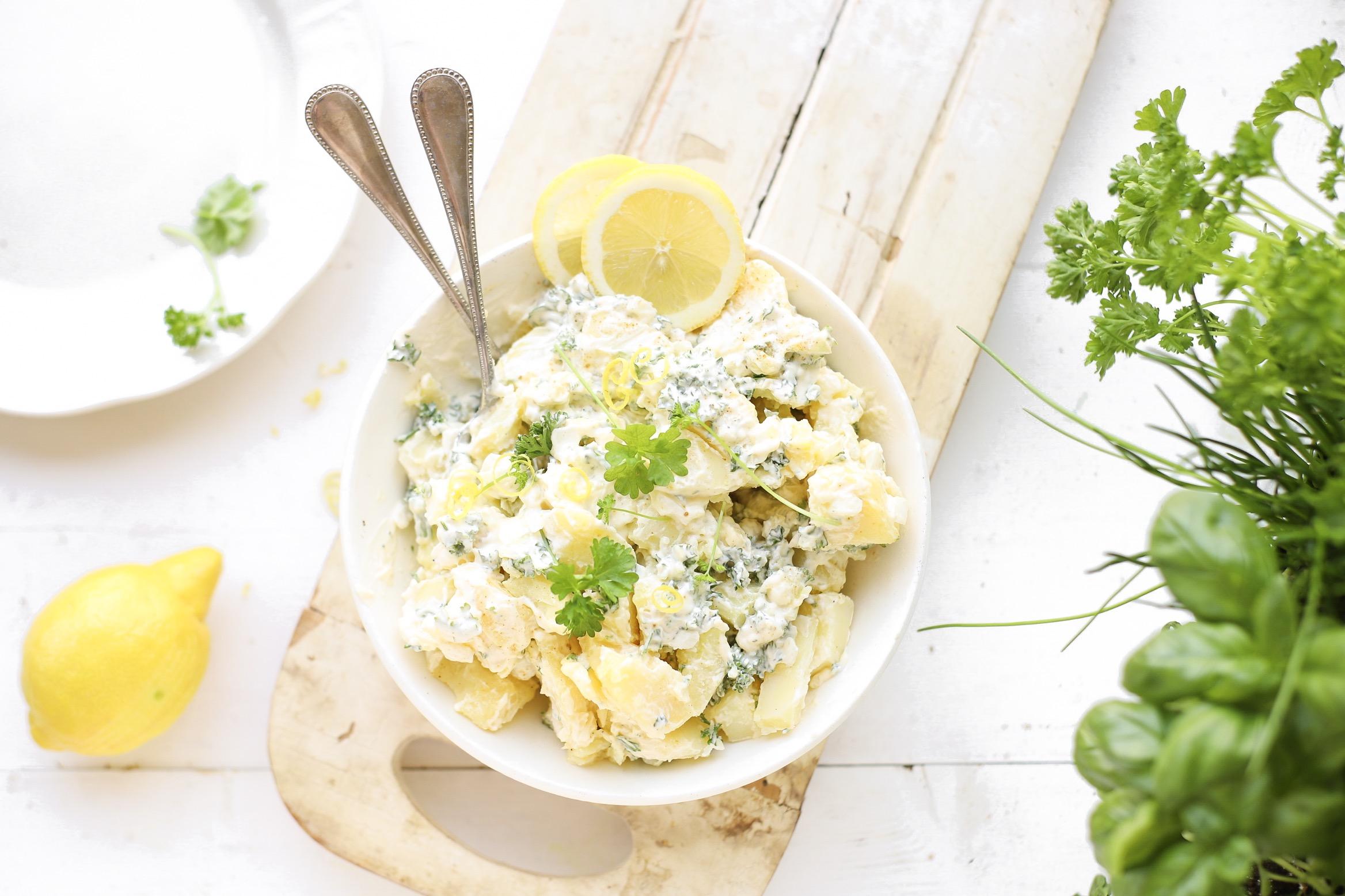 Aardappelsalade met groene kruiden & citroen 'The Lemon Kitchen