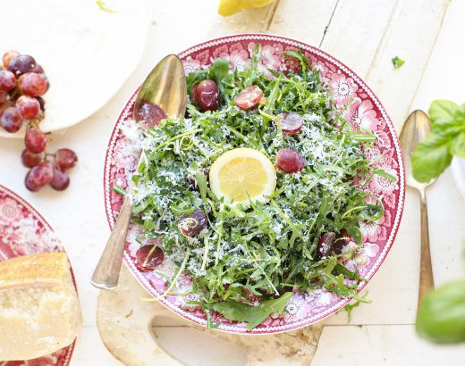 Rucola salade met Parmezaanse kaas, druiven en citroen 'The Lemon Kitchen