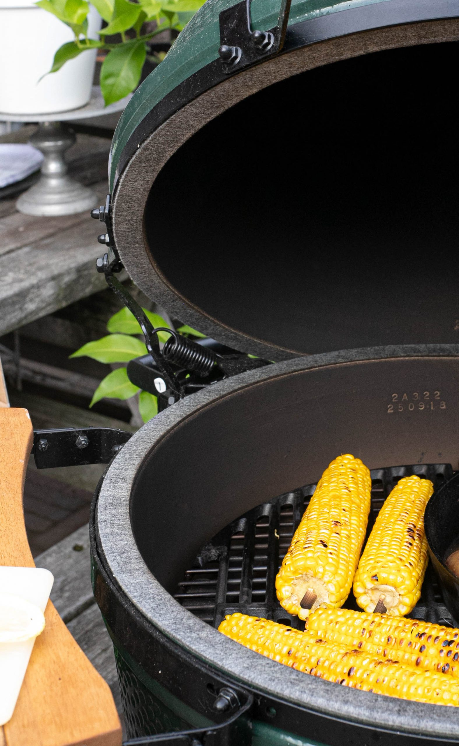 Mais van de Big Green Egg met citroenboter & bieslook 'The lemon kitchen