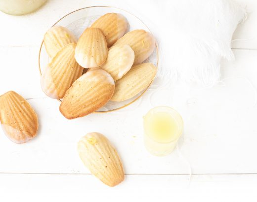 Madeleines met limoncello icing 'The Lemon Kitchen