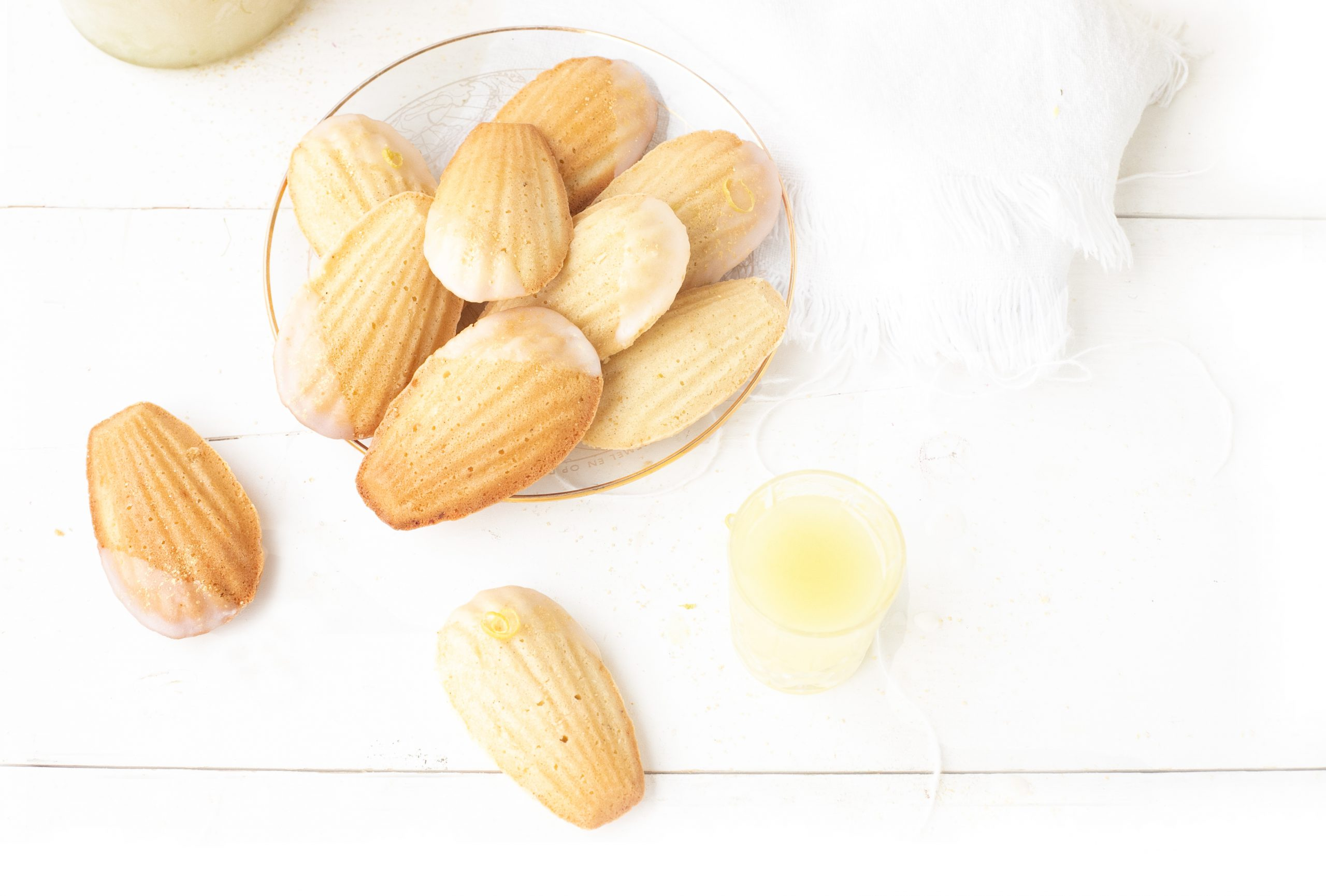 Madeleines met limoncello icing