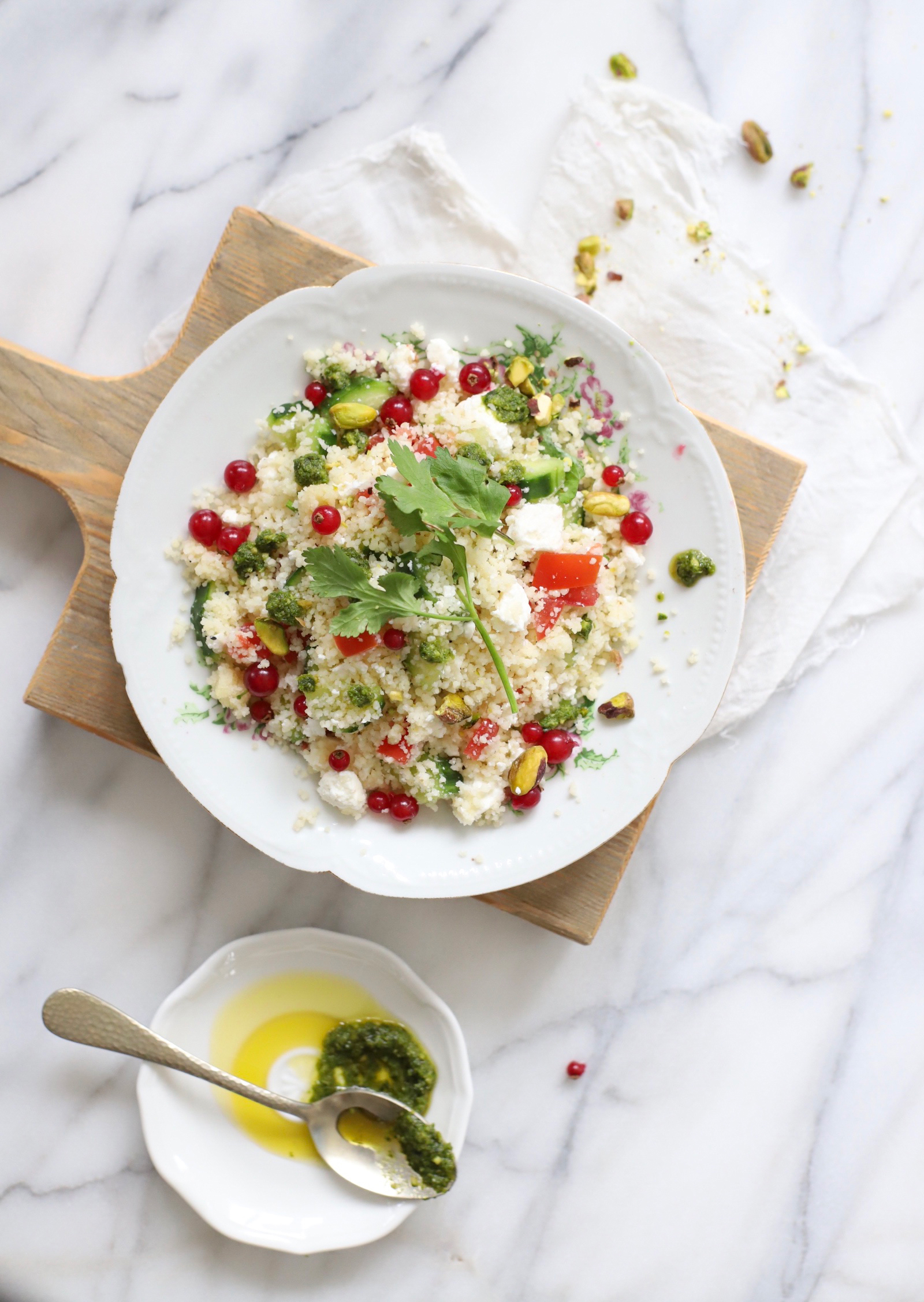 couscous salade met pesto, feta, citroen & rode besjes 'The Lemon Kitchen