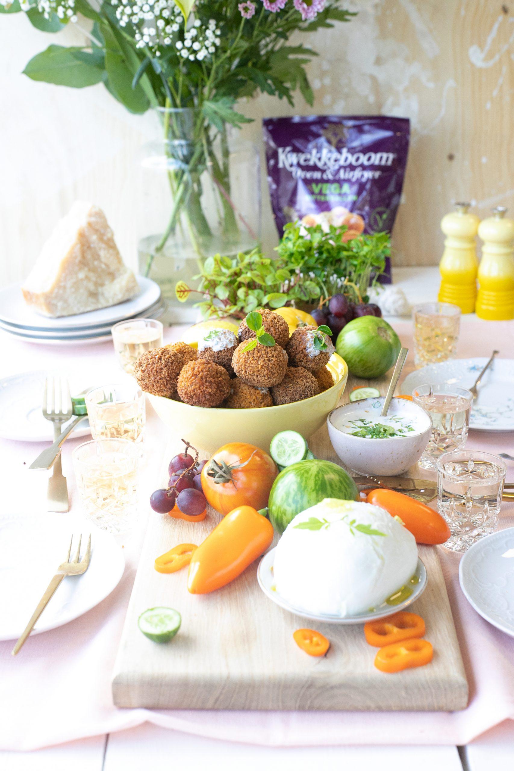 Heerlijke vegetarische borrelplank met bitterballen 'The Lemon Kitchen