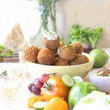 Luxe borrelplank met vega bitterballen & kruidendip 'The Lemon Kitchen