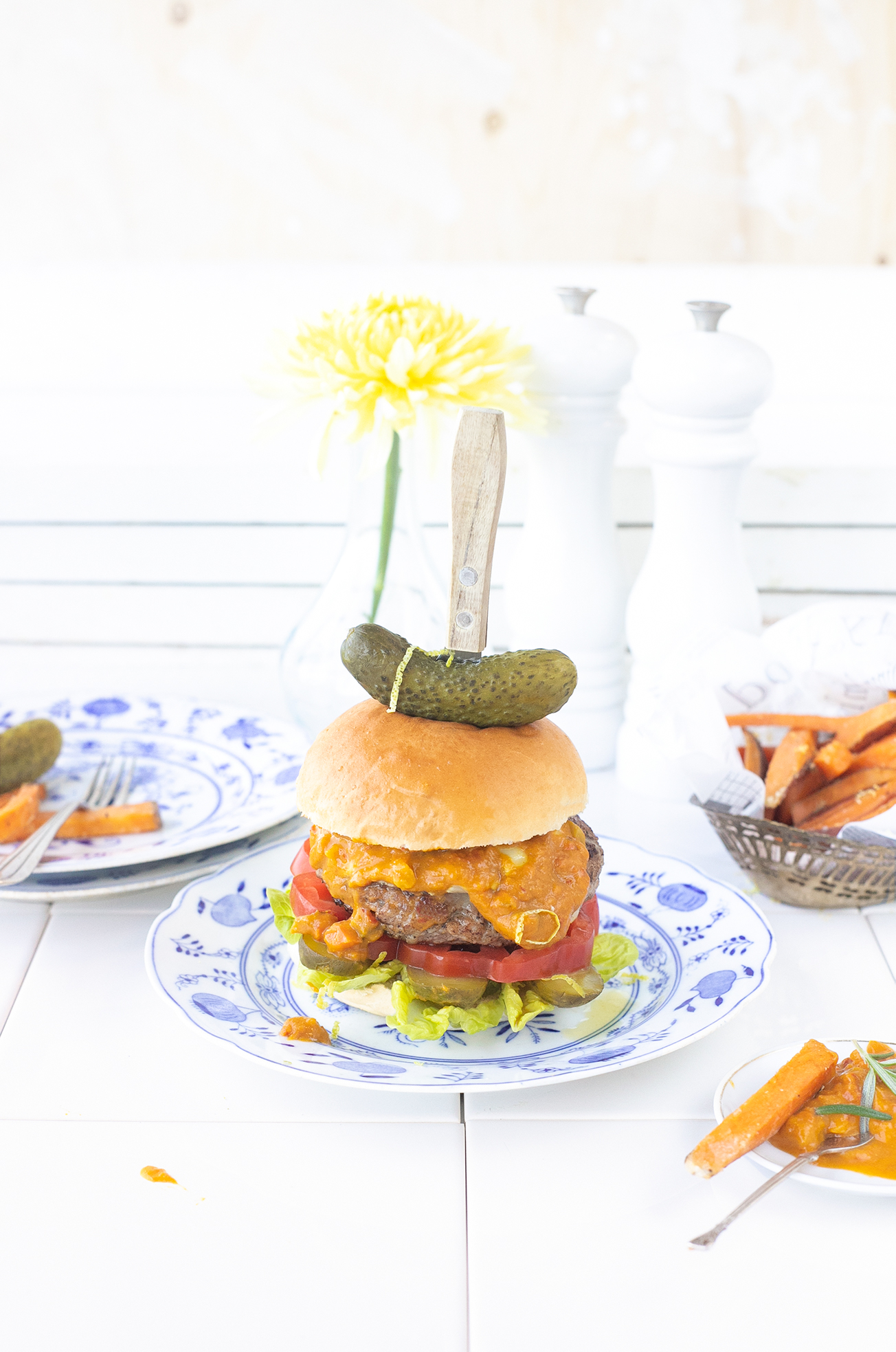 Hollandse Hambuger met piccalilly en augurk 'The Lemon Kitchen
