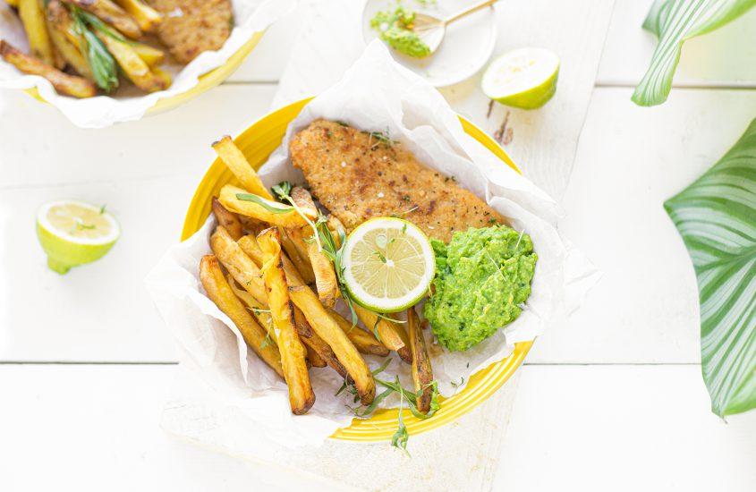 Vegetarische Fish & Chips met erwten dragon dip