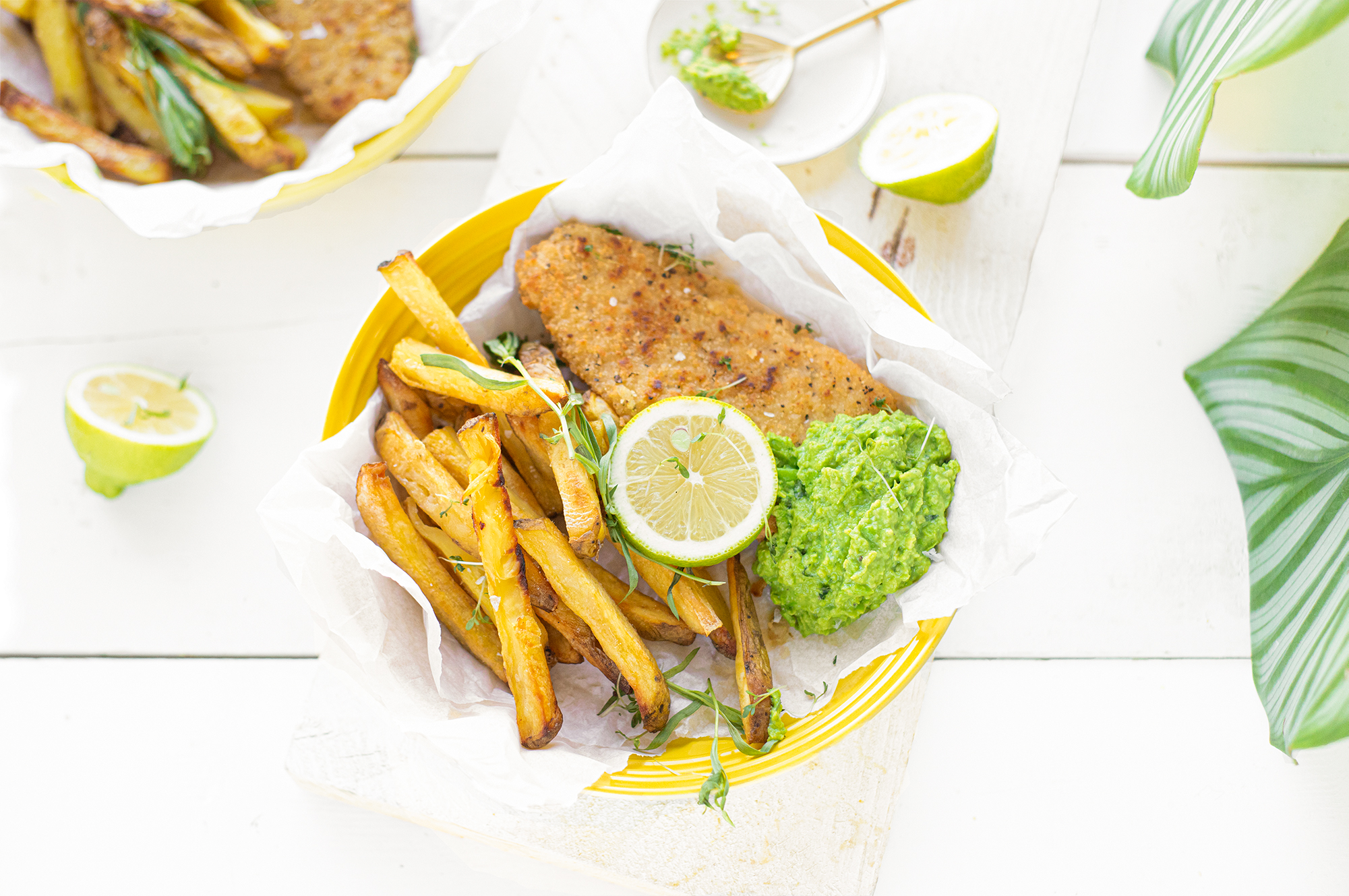 Vegetarische Fish & Chips met erwten dragon dip