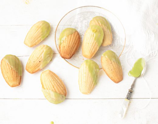 Matcha madeleines met citroen 'the lemon kitchen
