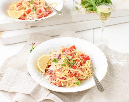 Spaghetti met paprika roomsaus en citroen 'The lemon kitchen