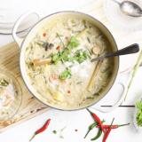 thaise maaltijd soep met gamba's en citroengras