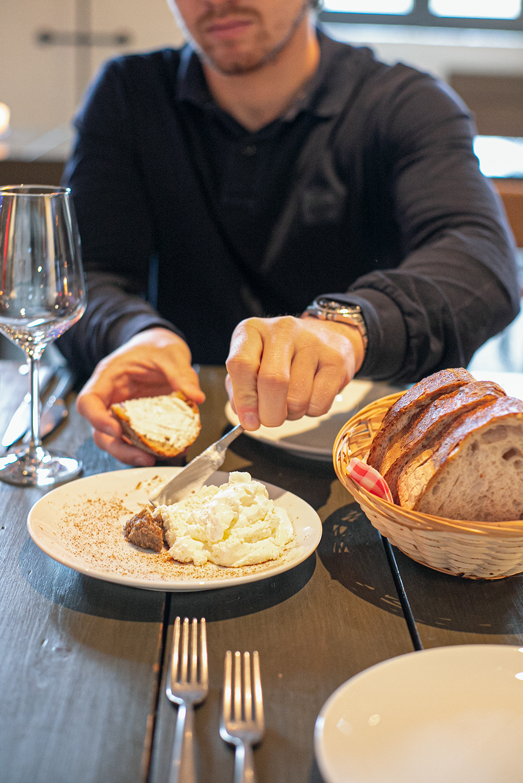 zuurdesem brood met lobbige boter