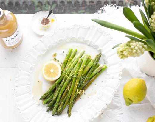 Groene asperges met gember en citroen