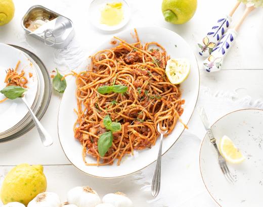 Spelt pasta met anchovis, tomaat, citroen & knoflook