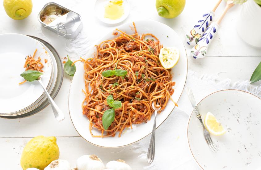 Spelt pasta met sardines, tomaat, citroen & knoflook