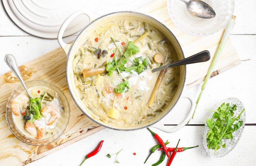 Thaise maaltijdsoep met gamba's en citroengras