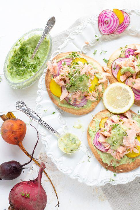 wraps met zalm, avocado en bietjes