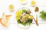 tonijnsalade met augurkjes, ei en citroendressing