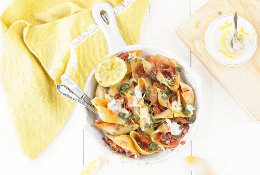 pasta schelpen pesto en tomaat