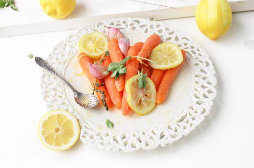 sous-vide gegaarde wortel met knoflook en citroen