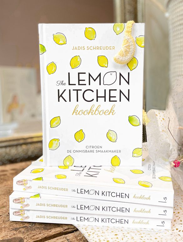 the lemon kitchen kookboek gesigneerd met boekenlegger