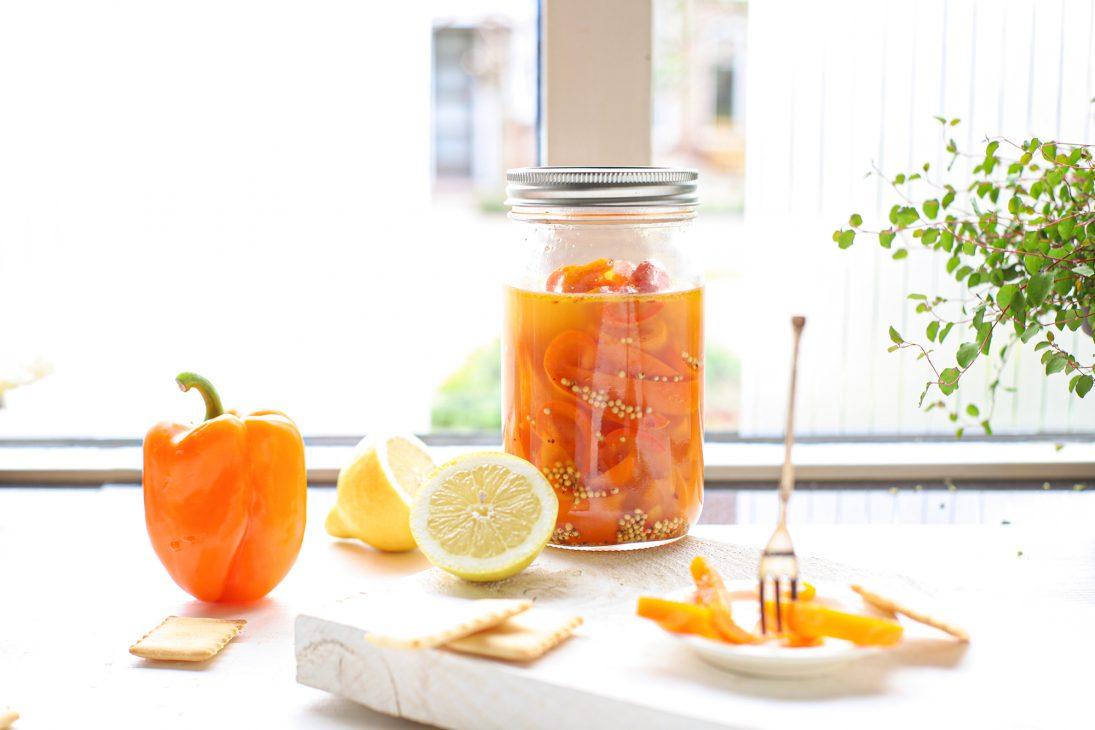 ingemaakte paprika met citroen en mosterdzaad