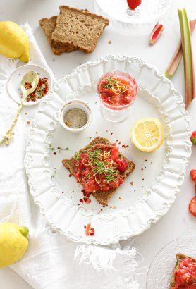 aardbei rabarber spread met citroen en chili flakes