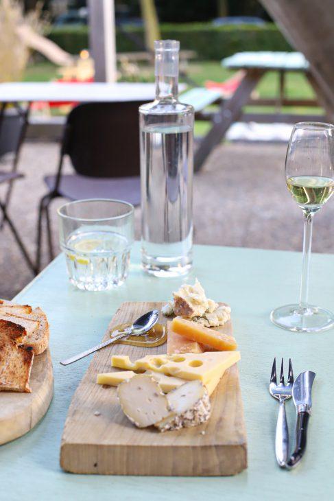 kaasplankje met wijn kantien