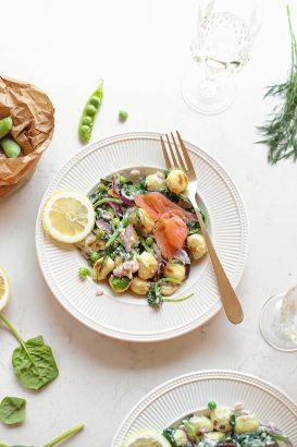 Gnocchi met zalm, erwtjes, citroen en creme fraiche