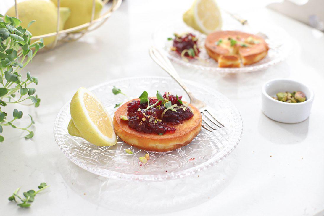 gebakken kaas met cranberry compote en pistache_